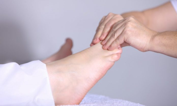 Formicolio a mani e piedi: cause e rimedi naturali al fastidioso disturbo