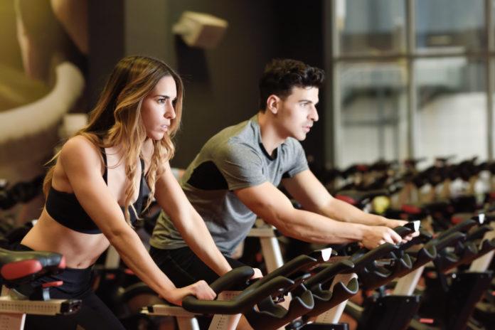 Fare sport ci mantiene giovani e belli: i benefici per la salute e la pelle
